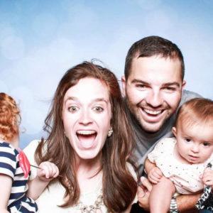 famille avec deux jeunes enfants